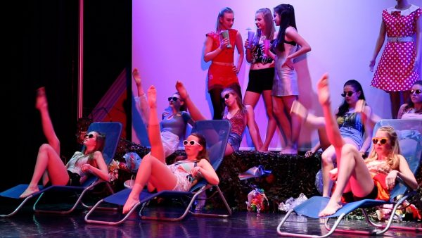 "Galaabend der Tanz Musical Akademie St. Johann mit dem Stück ""Plastic Beach"""