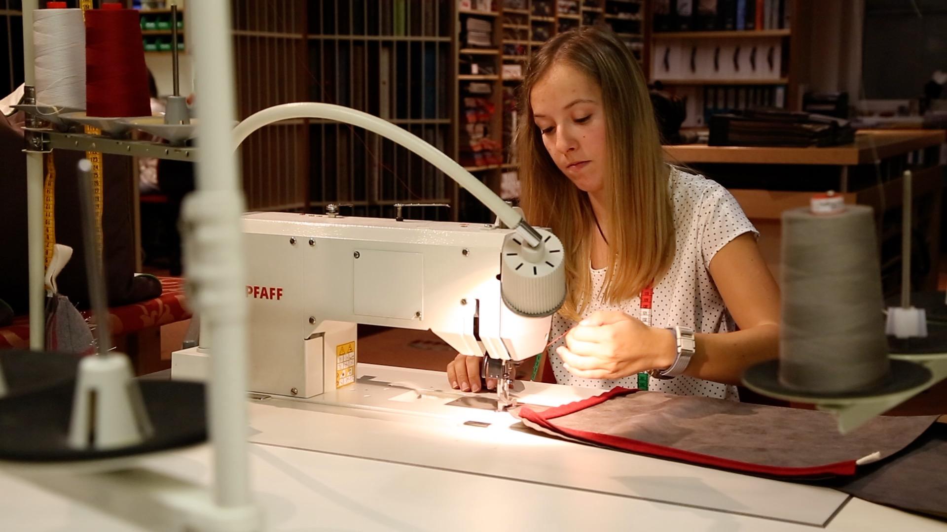 Lehrling des Monats ist Tapeziererin - Anna Lena Neururer aus Oetz