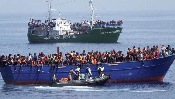 Frage des Tages: Kapitänin rettet Migranten aus Seenot und wurde deswegen festgenommen.