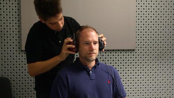 Kevin kümmert sich ums gute Hören