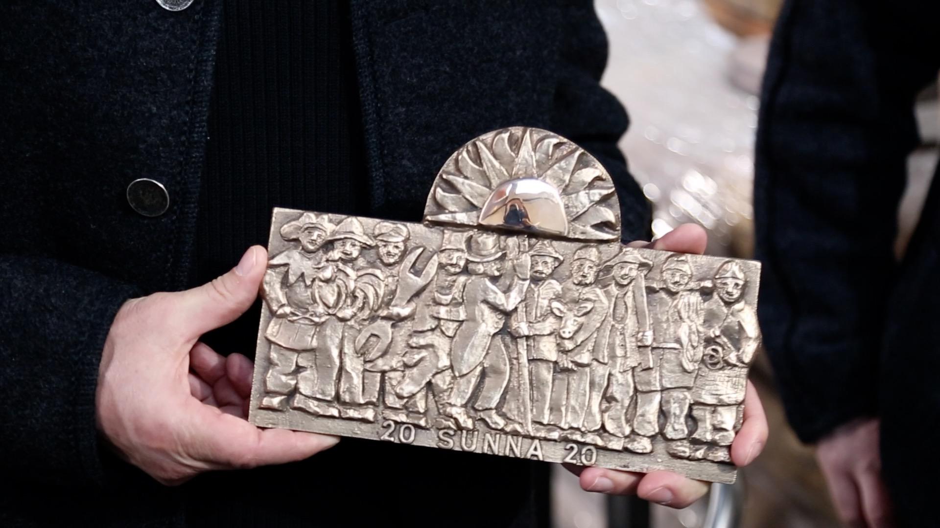 Sunna Gruppe in Bronze verewigt