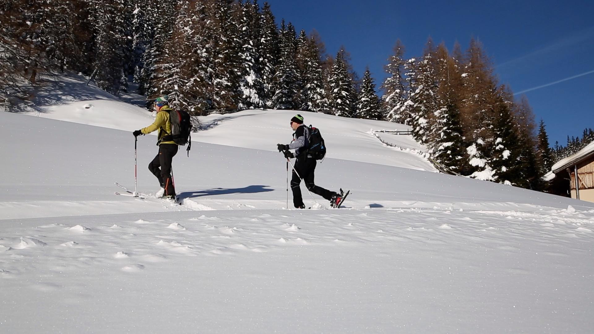 Ein sportliches Land im Gebirge