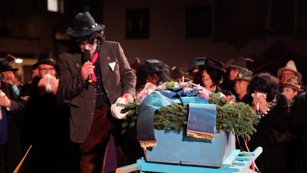 Naz-Eingraben: Die Trauer der Laninger