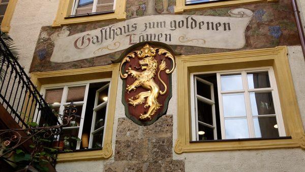 Alte Schilder in Hall in Tirol