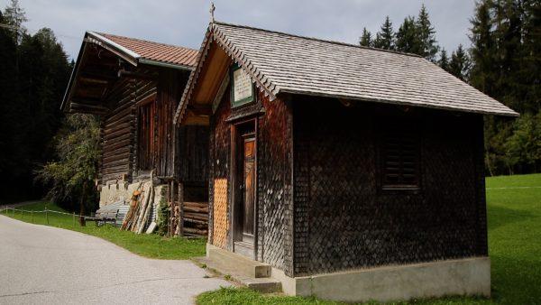 Allerhand aus'm Tyroler Land: Kleindenkmäler zum Verweilen und Besinnen