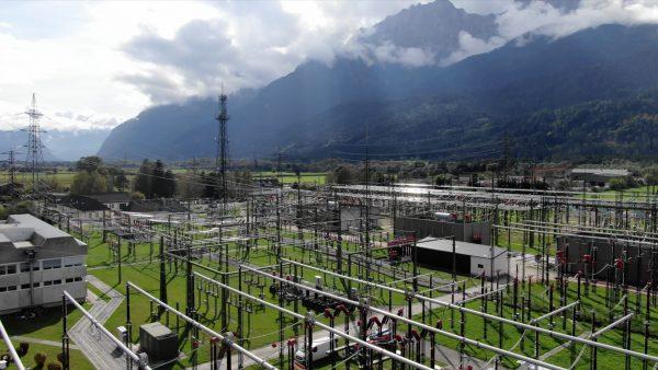 Riesen-Trafo sorgt für sichere Stromversorgung