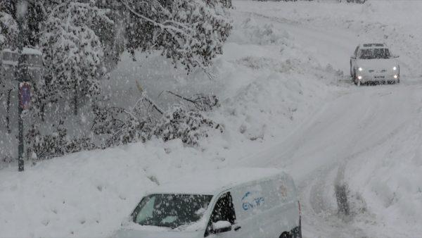 55 Soldaten helfen beim Schneeschaufeln