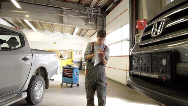 Lehrberuf: Karosseriebautechniker