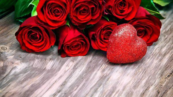 Blumen, Schokolade und ganz viel Liebe