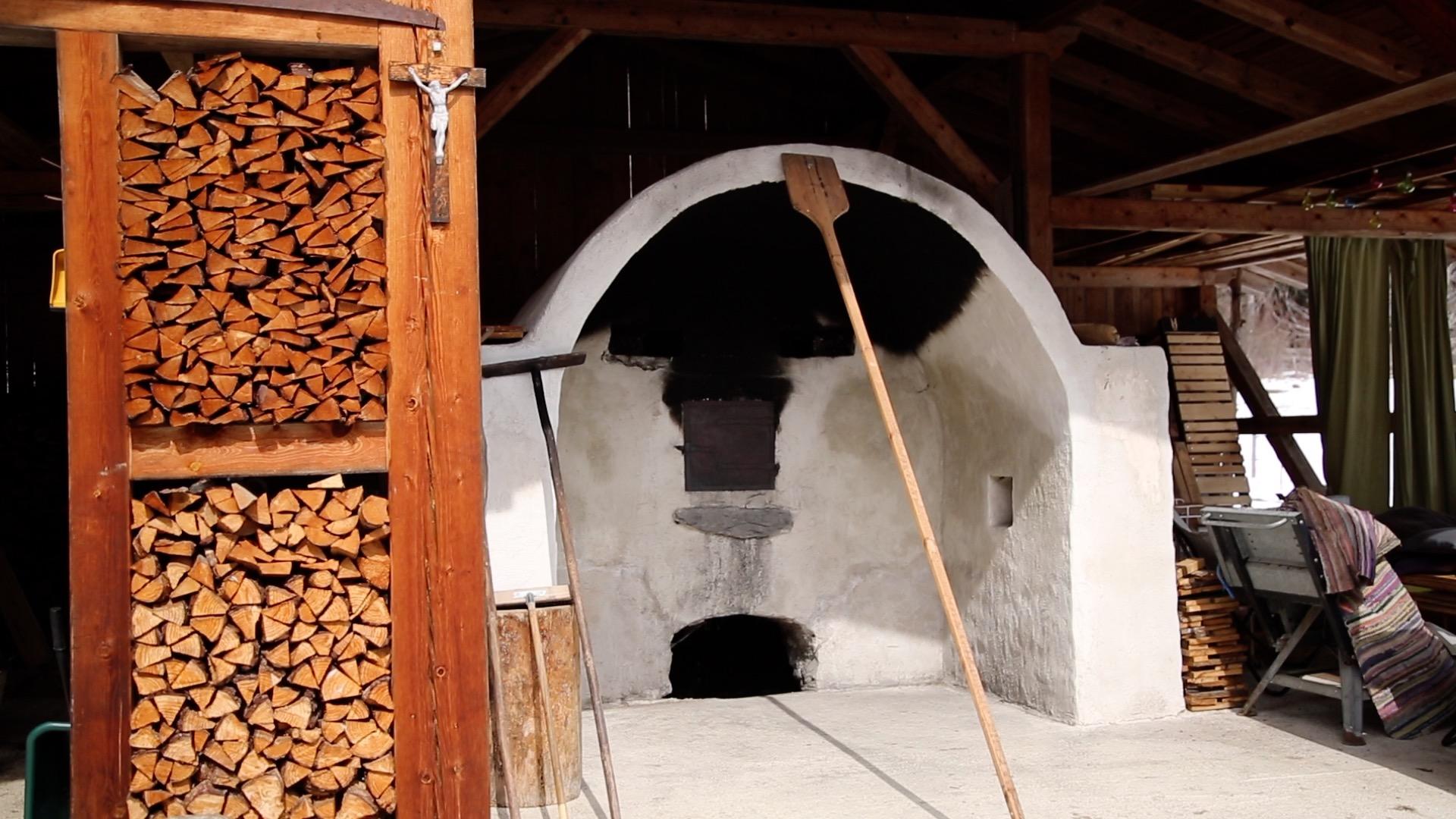 Allerhand aus'm Tyroler Land: Historischer Holzbackofen