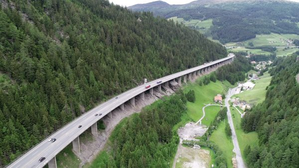 Gürtel und Hosenträger für Luegbrücke