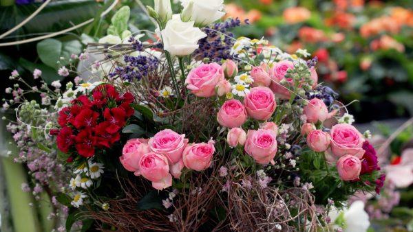 Tirol blüht auf - Blumenstrauß binden