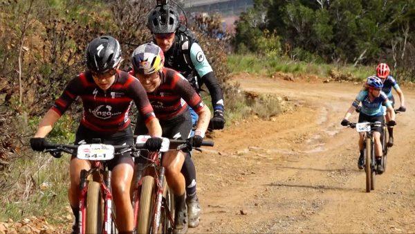 Laura Stigger und Sina Frei gewinnen Etappe 1 und 2 bei Cape Epic 2021