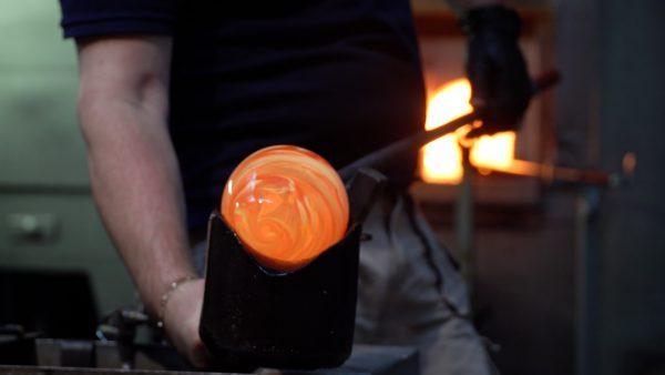 Form geben: die Traditionsglasbläserei Kisslinger Glas