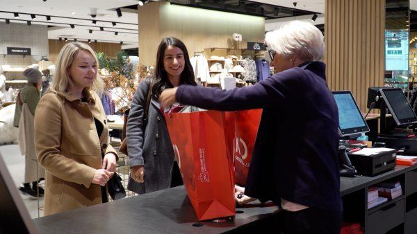 Marie-Thérèse beim Shoppingbummel